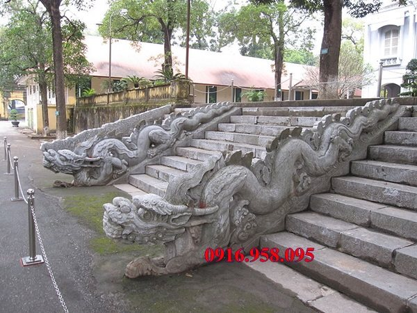 Mẫu rồng đá đẹp lắp đặt cùng bậc tam cấp