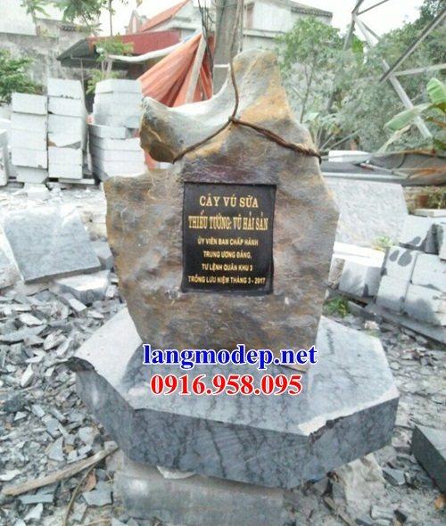 Mẫu bia ghi danh khu di tích đình đền chùa bằng đá thiết kế hiện đại tại Cao Bằng