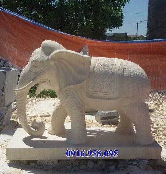 Mẫu voi phong thủy đình đền chùa miếu bằng đá vàng tại Hậu Giang