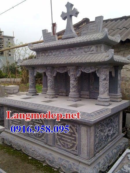 Mẫu mộ đôi gia đình đạo thiên chúa hai mái bằng đá tại Bạc Liêu