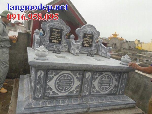 Mẫu mộ đôi gia đình không mái bằng đá tự nhiên nguyên khối tại An Giang