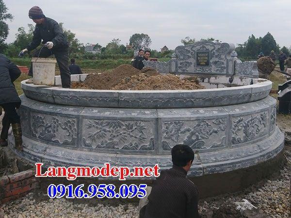Mẫu mộ tròn cất tro cốt bằng đá chạm trổ tứ quý tại Bến Tre