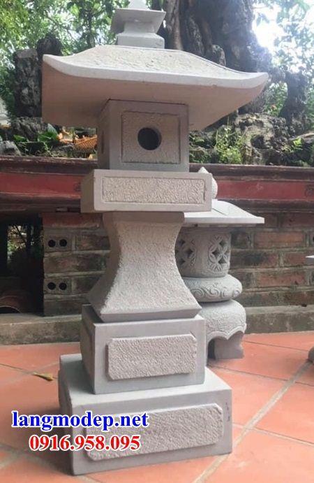Mẫu đèn sân vườn tiểu cảnh bằng đá thiết kế hiện đại đẹp năm 2021