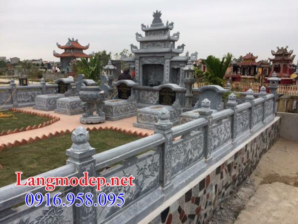 Hàng rào đá khu lăng mộ tại Hậu Giang