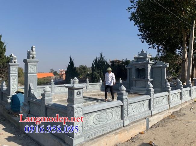 Hàng rào đá lăng mộ tại Long An