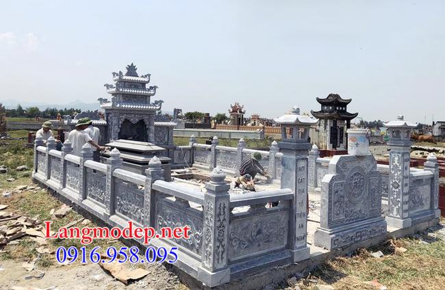 Hàng rào đá nhà mồ tại Long An