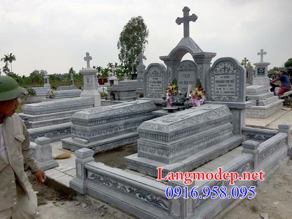 Mẫu mộ công giáo