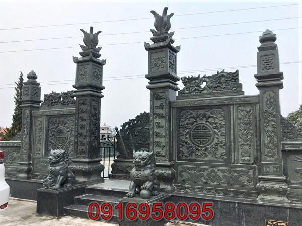 Cổng chào khu lăng mộ gia tộc chụp góc nghiêng